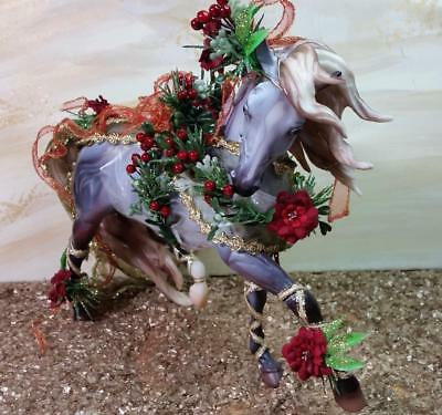 """Breyer Model Horse """"Bayberry and Roses"""" #70017 Holiday Issue 2014"""