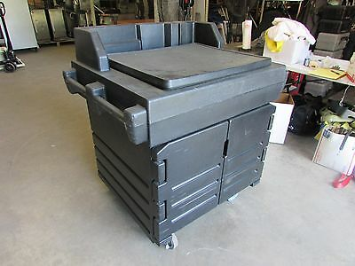 Cambro Portable Self Contained cart KSC402  Empty. no sink or anything.