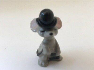 Vintage Hagen-Renaker miniature figurine mouse in top hat holding tail is 1 1/2""