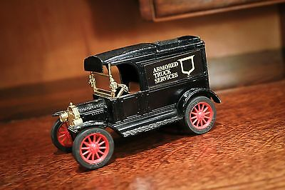 Vintage The Ertl Co. Replica Ford 1913 Model T Van Coin Bank