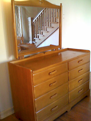 Beautiful Vtg 1960s MAPLE WOOD DRESSER / Chest of Drawers / Vanity WITH MIRROR