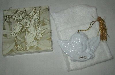 Vintage Avon 1982 Christmas Remembrance Ceramic Angel Ornament In Original Box