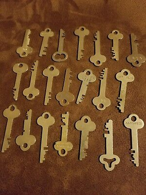 Vintage LOT OF 21 Brass Keys Safe Deposit Box Lock Keys- Crafts.. Lot 2