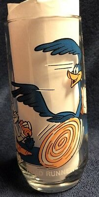 Road Runner and Wile. E Coyote Bugs Bunny Pepsi  Collector Drinking Glass 1979