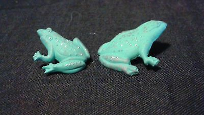 2 Green frogs tie, stick, lapel pins