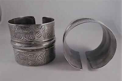 ANTIQUE ETHNIC SILVER BRACELET CUF PAIR EGYPT SIWA DAHLA OASIS fish motive 1