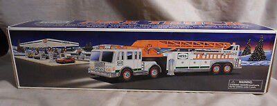 Hess Fire Truck  Fire Engine Emergency Flashers Siren Horn 2000 Truck Nib!