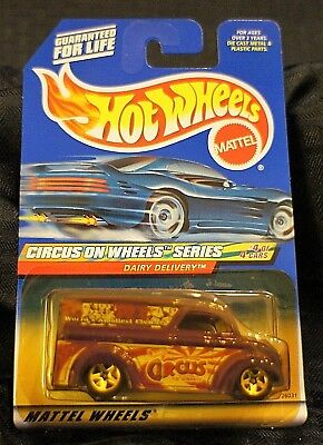 Hot Wheels ~ Dairy Delivery (Circus On Wheels Series) #4 of 4 ~ #2000-028