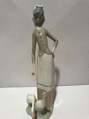 LLADRO handmade in Spain DAISA 1977 porcelain vintage the girl with two geese