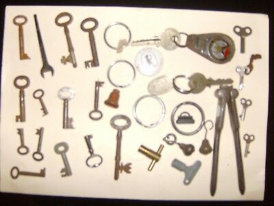 Lot of genuine antique cupboard keys approx 1-3 inches