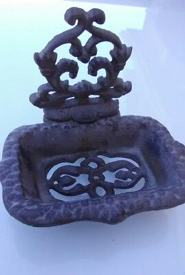 VINTAGE VICTORIAN STYLE WROUGHT CAST IRON 3 LEGGED SOAP DISH Bathroom Kitchen