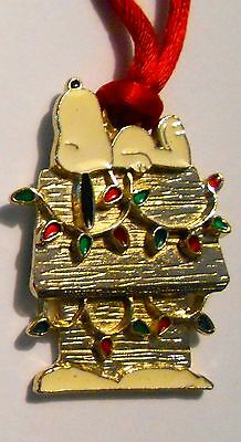 Snoopy on Dog House Christmas Necklace Pendant !965 Peanuts Vintage 2""