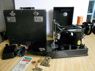 VTG Antique 1948 Singer Featherweight 221 Sewing Machine with Accessories Works