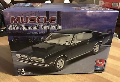 AMT/Ertl 1969 Plymouth Muscle Barracuda 1/25 Scale Plastic Model Kit