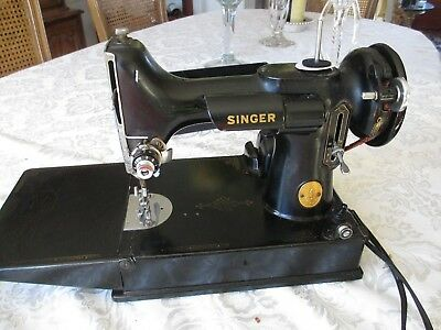 Singer Featherweight Sewing Machine Catalog 3-110 With Case + Foot Pedal