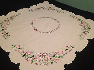 Vintage Hand Embroidered White Linen Tablecloth – BEAUTIFUL CLOVER FLOWERS