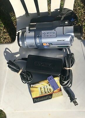 SONY DCR-TRV340 Digital8 Camcorder. Plays Hi8 and Video8 Tape