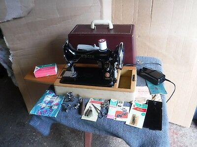 Stunning Vintage Singer  Sewing  Machine. Er064080.  With  Accessories