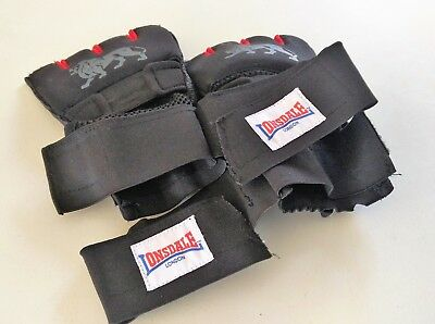 Used Lonsdale Gym Boxing Training Gel Handwraps Black and Red