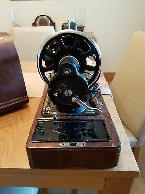 Vintage SINGER Hand Crank Sewing Machine 201K 1948.