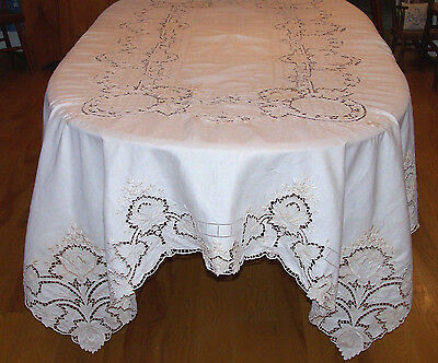EXQUISITE VINTAGE ITALIAN LINEN TABLECLOTH, WHITEWORK, CUTWORK, 12 LAPKINS c1930