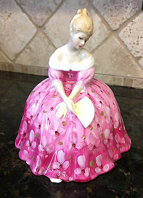 RARE Royal Doulton Figurine VICTORIA HN 2471 ~ Issued 1972