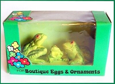 Vintage Mini FROG Family 3 Hard Plastic Figures HONG KONG Old Stock in BOX