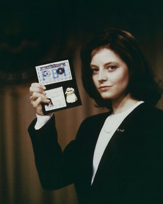 The Silence Of The Lambs Jodie Foster Holding Up Her Fbi Badge 8X10 Photo