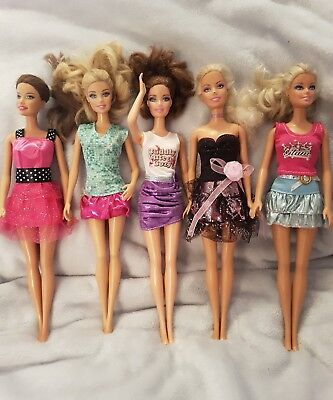 New Barbie doll outfits x5 and x5 pairs of shoes      (lot 14)