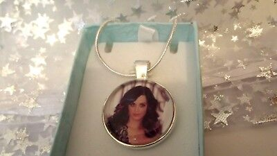 Katy Perry   Singer Necklace Dance Pop Music Gift Boxed 22 Inch Chain Party Song