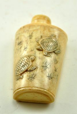 Vintage beautiful Chinese Bone Hand Carved Peking Snuff Bottle - Two Turtles