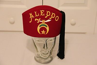 09630f9fa2b0b Vintage Masonic Shriners Fez hat with Carrying Case Red felt with tassel  Aleppo