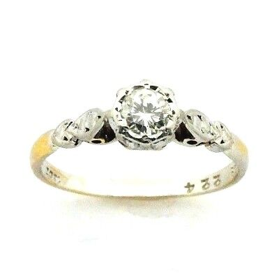 Ladies/womens 18ct gold antique ring set with a solitaire diamond, UK size M