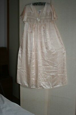HILTON RETRO PINK/beige KNEE LENGTH NIGHT  GOWN SIZE 14 IN very  good condition