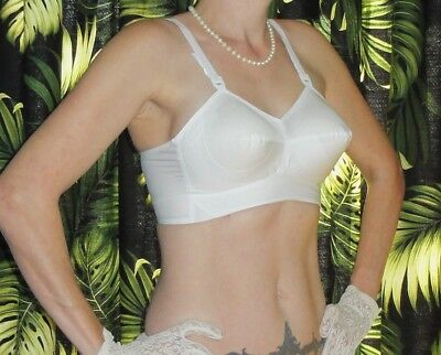 Vintage White Exquisite Form Bullet Bra 36 C pin up clothing girl 1950's retro