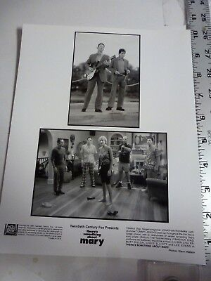 """Vintage Glossy Press Photo Cameron Diaz With Cast """"Something About Mary"""" 1998"""