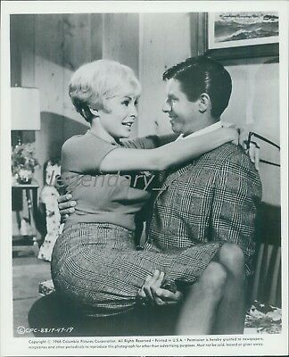 1966 Three on a Couch Jerry Lewis Janet Leigh Original Press Photo