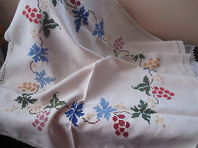 Lovely VINTAGE WHITE HAND EMBROIDERED Irish Linen TABLE CLOTH 1940 s?