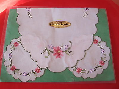 """Lovely Vintage """"NEW IN PACKAGING"""" LOVELY HAND EMBROIDERED Duchess Set 3 PIECE"""