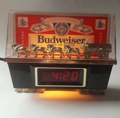Vintage Budweiser Bar Light Clock - Clydesdale team and wagon - 1988 Bar Sign