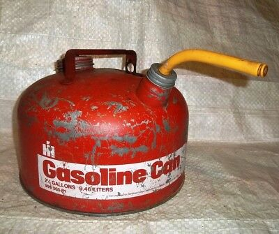 Vintage International Harvester Metal Gas Can 2.5 Gallons Fuel Oil Farmall Old