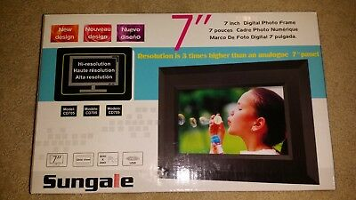 Sungale 7-inch Digital Picture Frame CD705 New in box