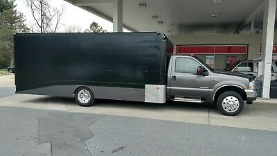 2004 Ford F-550 XLT Enclosed Race Car Hauler