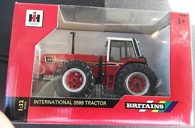 Britains 42651 International IH 3588 Tractor, NEW, 1:32 scale