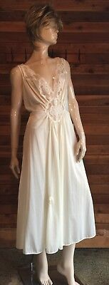 Vintage Carriage Court Ivory Plus Size 1X Sweep Nightgown