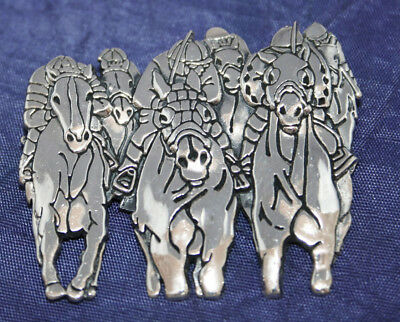 RARE HEAVY SOLID SILVER HORSE RACING BROOCH~27.5g~DEPICTING HORSE RACE