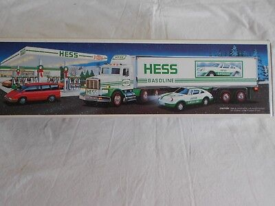 1992 Hess Toy Truck 18 Wheeler and Racer - NIB
