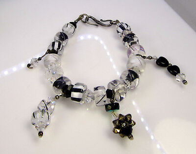 Vintage Estate Stunning Glossy Black & White Art Glass 28.9 Gram Bead Bracelet