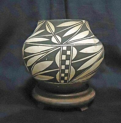 STUNNING EARLY BLACK on WHITE ACOMA INDIAN THIN WALLED POTTERY JAR POT OLLA