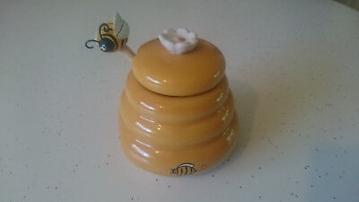 small honey pot easter table decoration